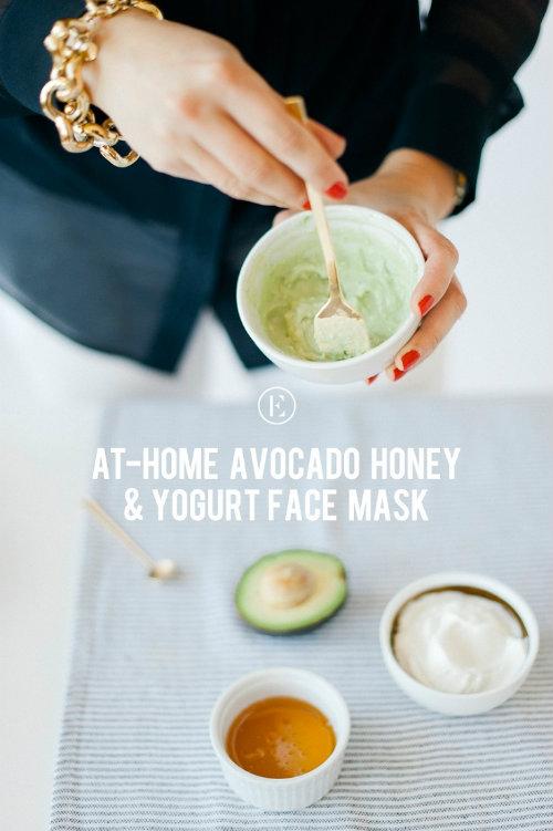 Bơ giàu axit omega-3 và vitamin C, dưỡng ẩm tốt cho da mà không làm tắc nghẽn lỗ chân lông.