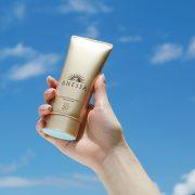 ben-ngoai-anessa-perfect-uv-sunscreen-skincare-gel
